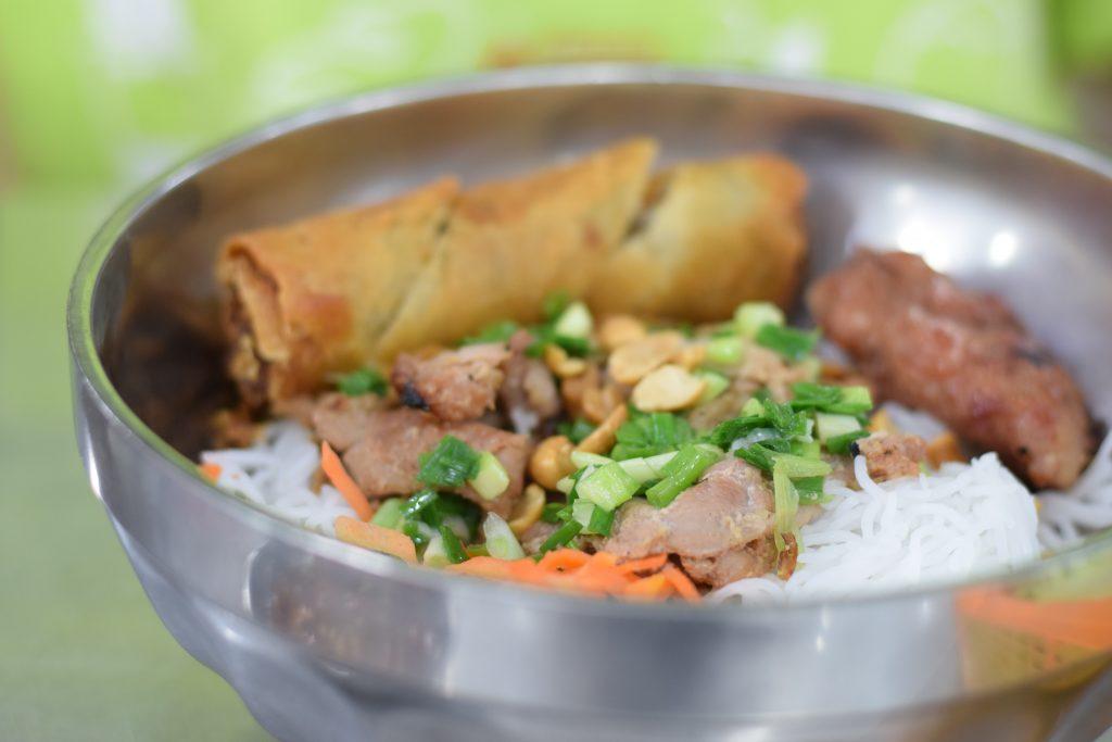 Cheap Rice Noodles & BBQ Pork in Saigon District 1 - BUN THIT NUONG KIEU BAO